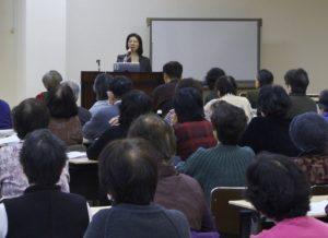 2012年2月25日大阪いづみ市民生協セミナーの様子(明石久美)