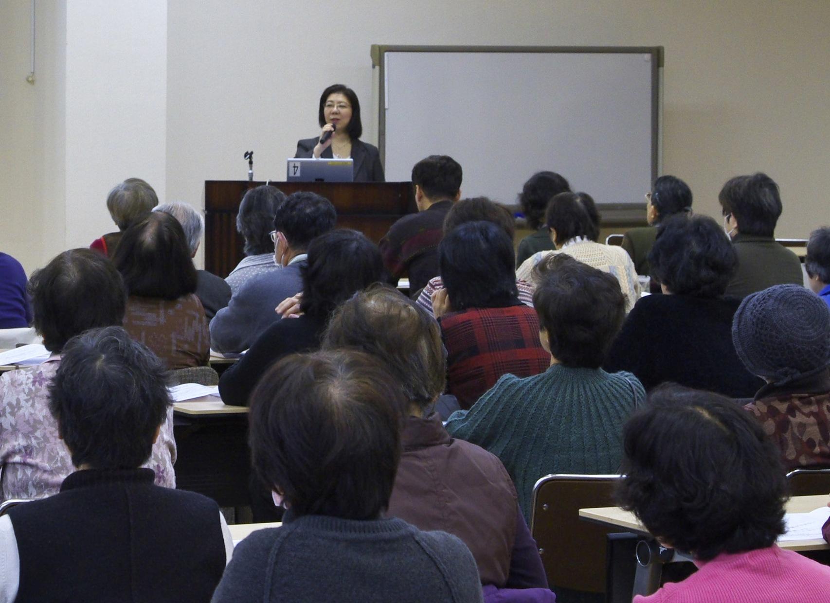 2012年2月25日大阪いづみ市民生協主催 終活セミナーの様子(講師:明石久美)